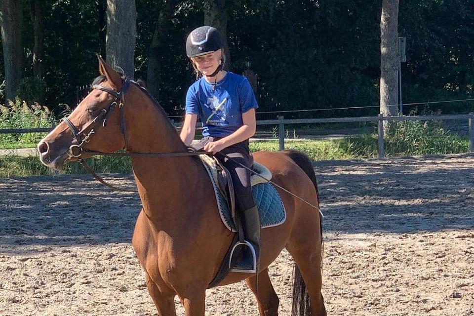 lid-2020-Meike-Jonkeren-pony-Brownie-CT-02_PonyClub-Meppel